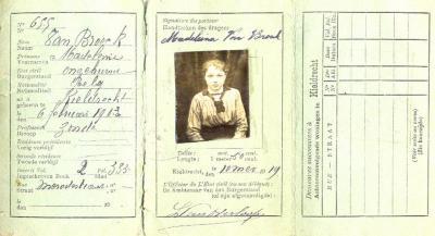 Identiteitskaart van Magdalena M. Van Broeck