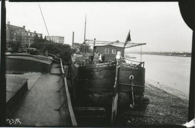 Scheepswerf Maes (13): schip op werf