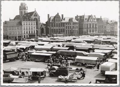 Marktdag op de Grote Markt, Sint-Niklaas