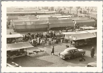 Donderdagse markt op de Grote Markt, Sint-Niklaas
