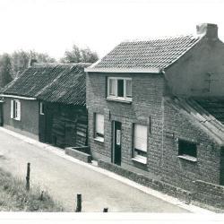 Huisjes onder de Scheldedijk (Sluizen)