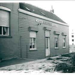 """Café """"In den overzet"""" aan de steiger in Liefkenshoek."""
