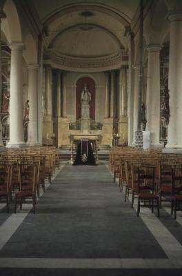 Interieur van Sint-Corneliuskerk in Meerdonk