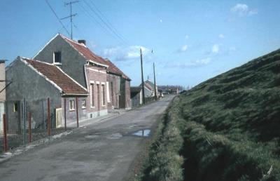 Huizen aan dijk te Kallo