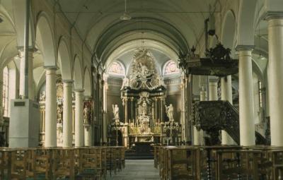 Binnenzicht van de kerk te Kallo