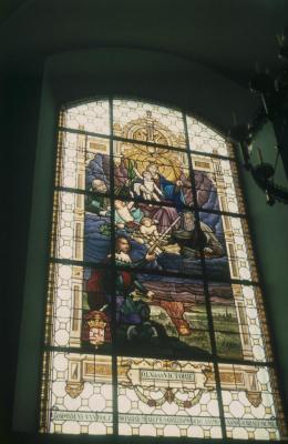 Glasraam in de Sint-Petrus-en-Pauluskerk te Kallo