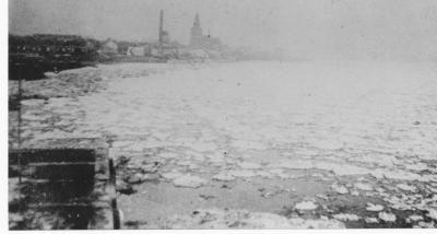 Ijsgang op de Schelde (1): zicht op dichtgevroren Schelde