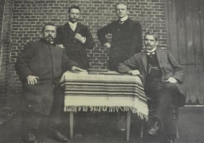 Schoolbestuurders gemeentelijke jongensschool in Waasmunster in 1920