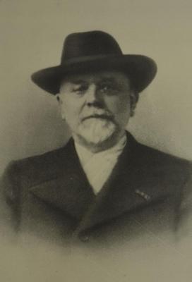Foto van Hendrik Gobbers, hoofdonderwijzer van gemeenteschool Waasmunster