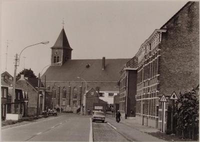 Kieldrecht, Sint-Michielskerk en meisjesschool