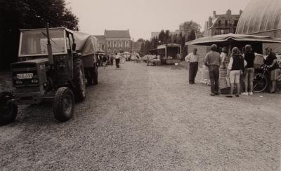 Beveren, boerenmarkt in de Lange Dreef