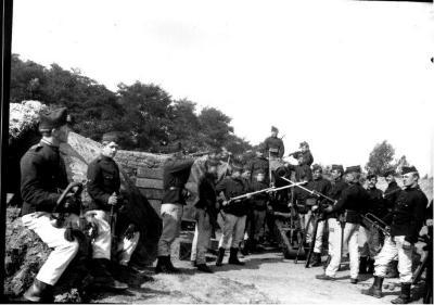 Soldaten oefeningen (14): uniform met wapens