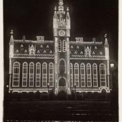 Het stadhuis van Sint-Niklaas, feestelijk verlicht